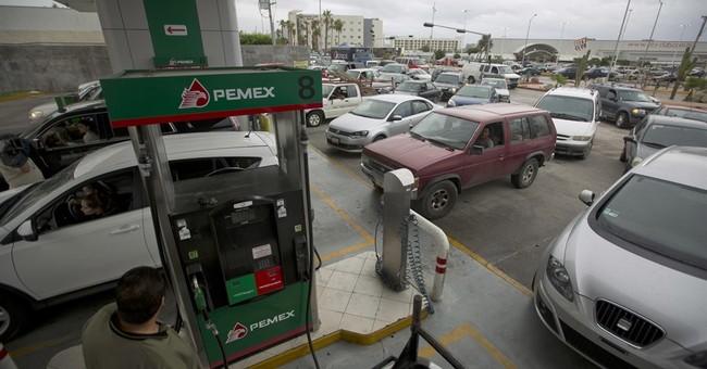 Hurricane Newton slams Mexico's Los Cabos resorts, 2 dead