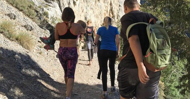 UFC star Miesha Tate saves girl with broken arm while hiking