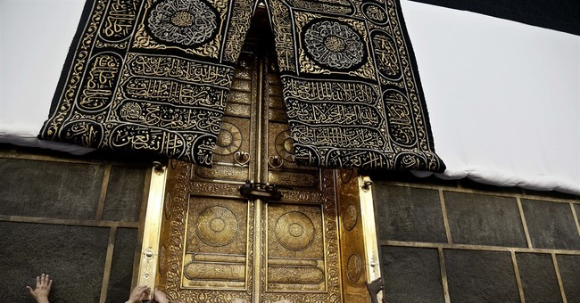 AP PHOTOS: Muslim pilgrims arrive at holy site ahead of hajj