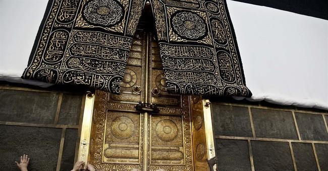 AP PHOTOS: Muslim pilgrims arrive at holy site ahead of hajj