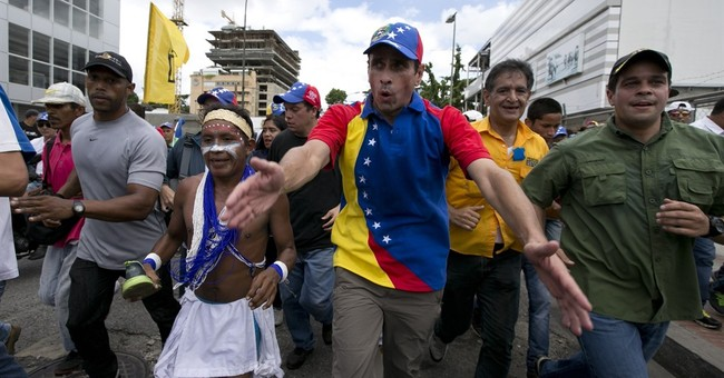Venezuela opposition leader delayed by govt backers