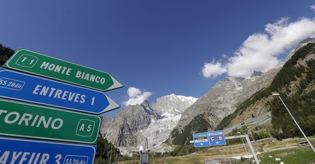 Tourists rescued after overnight Mont Blanc cable car ordeal