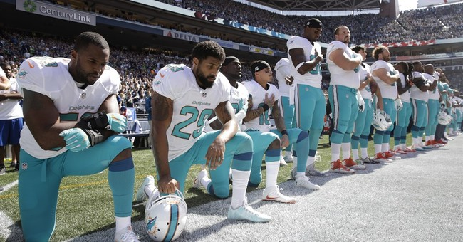 Kate Upton: Dolphins' national anthem protest 'a disgrace'
