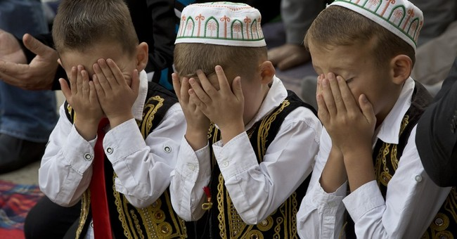 AP PHOTOS: Muslims mark start of Eid al-Adha holiday