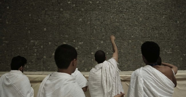 AP PHOTOS: Pilgrims perform final hajj rites in Saudi Arabia