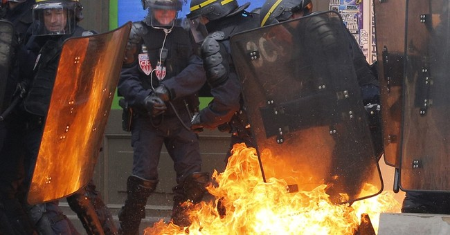Arrests, injuries accompany new protests of French labor law