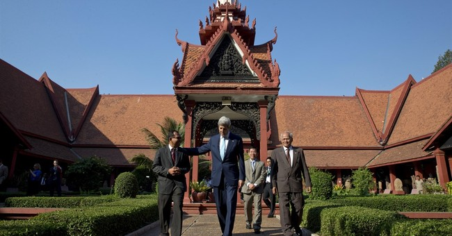 Kerry hails Cambodia development, expresses rights concerns