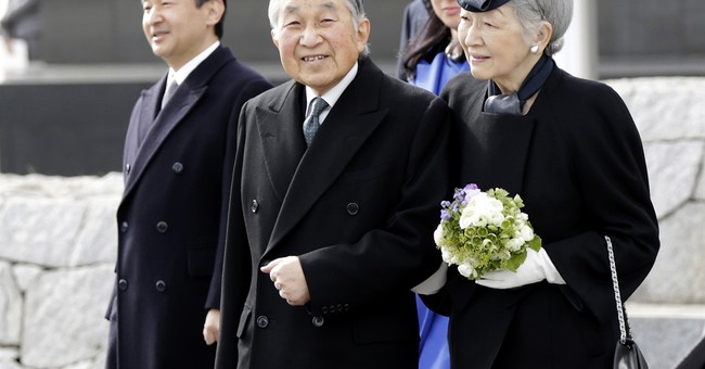 Japanese emperor visits Philippines to mourn WWII dead