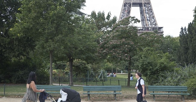 Woman allegedly lured on FB and gang-raped near Eiffel Tower