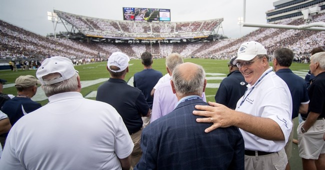 Despite criticism, Penn State honors Paterno during game