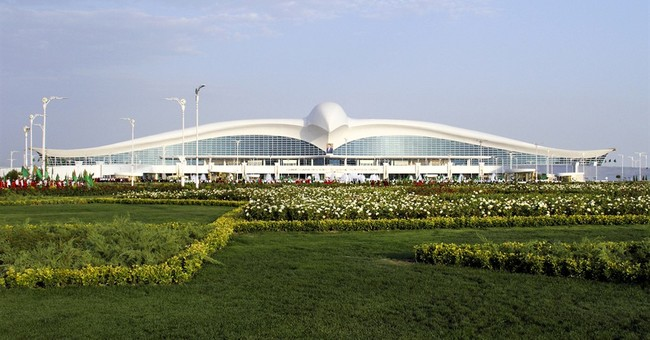 Turkmenistan, low on visitors, opens striking new airport