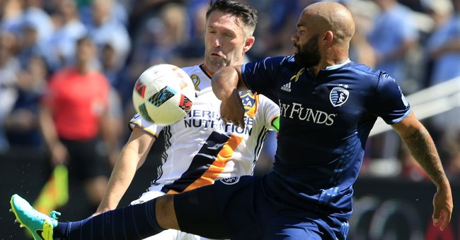 Donovan scores in return, Galaxy tie Sporting KC 2-2
