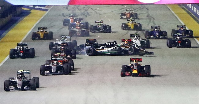 Rosberg holds on to win Singapore GP, reclaim F1 lead