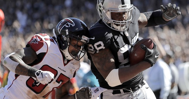 Falcons use deflected TD pass to beat Raiders 35-28