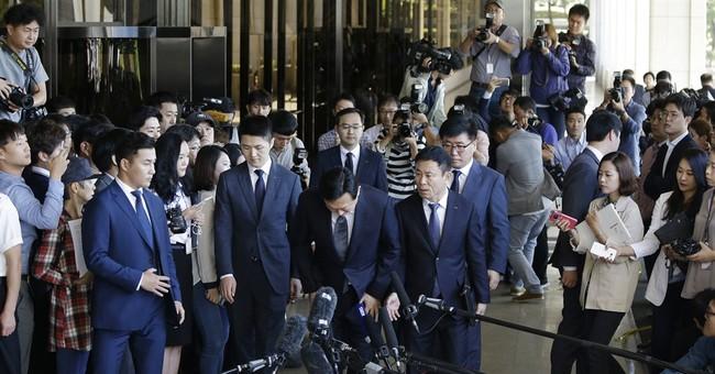 Lotte chair appears before prosecutors in corruption probe