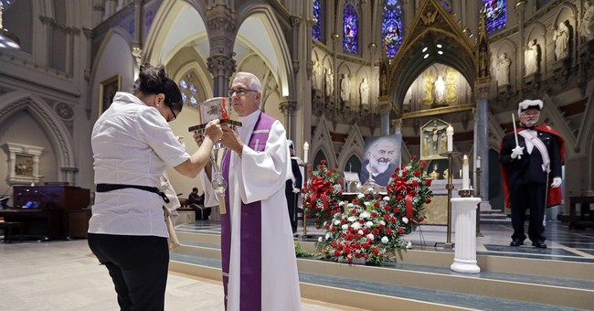 Saint's heart goes on display for 1st time outside Italy