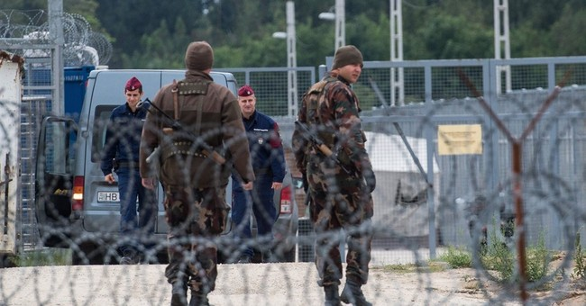 Hungarian inmates working around the clock on border fence