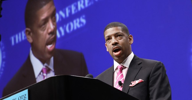Sacramento Mayor Kevin Johnson hit in face with pie at event