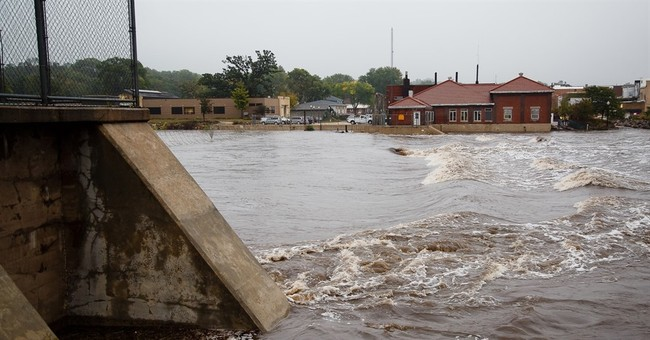 The Latest: About 100 homes in Palo, Iowa, evacuated