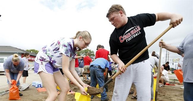 More Iowa cities mobilizing for flooding along Cedar River