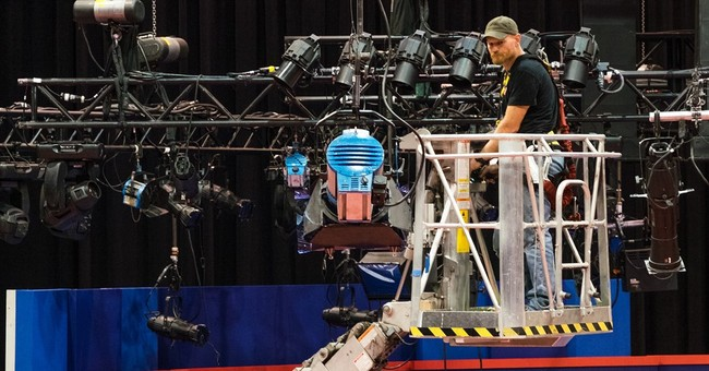 Clinton, Trump look to overcome weaknesses on debate stage