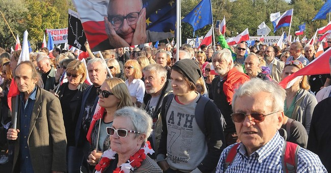 Thousands march in latest anti-govt protest in Poland