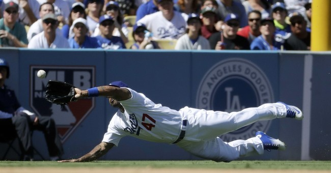 Dodgers clinch NL West title in Scully's final home game
