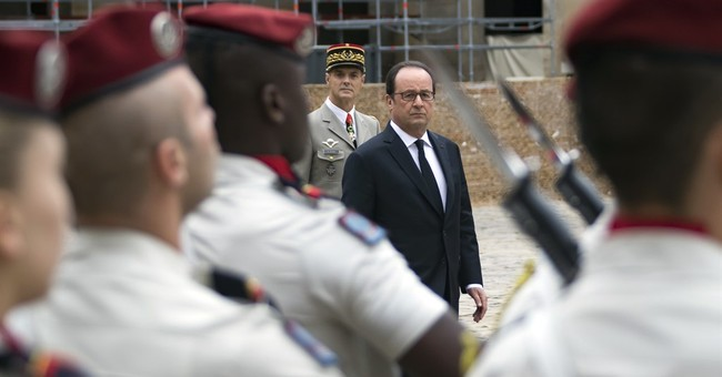 Hollande honors Algerians who fought for French colonizers