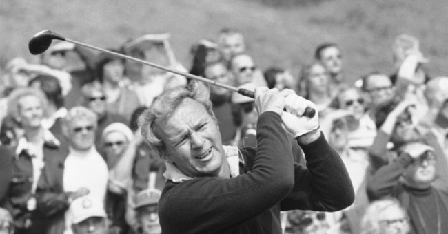 Arnold Palmer, a golfing king with common touch, dies at 87