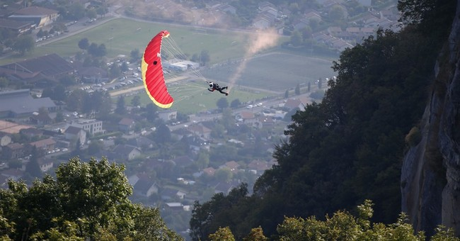 Swooping, gliding over the Alps at free-flight festival