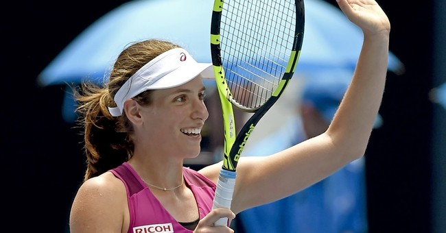 Murray, Konta win on a distracting day in Melbourne
