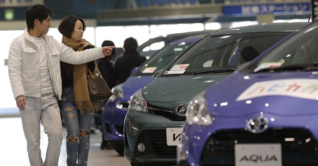 Toyota stays No. 1 automaker, sells 10.15M vehicles in 2015