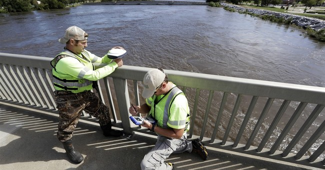 City pins hope on 10 miles of quickly erected flood barriers