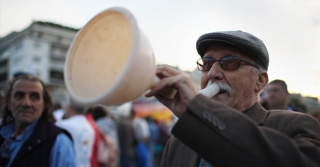Greece transfers utilities to fund's control in bailout move