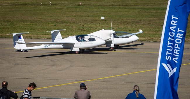 World's first 4-seater fuel-cell plane takes off in Germany