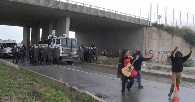French police clash with protesters backing Calais migrants