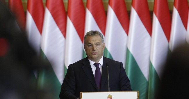 Hungary may amend constitution to block migrant resettlement