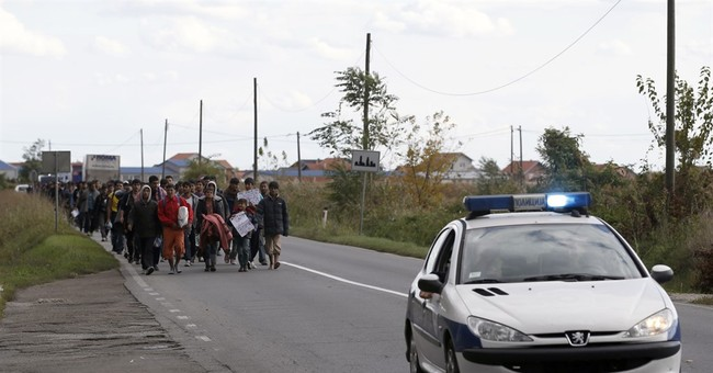 Migrants march toward Hungary border to demand its opening