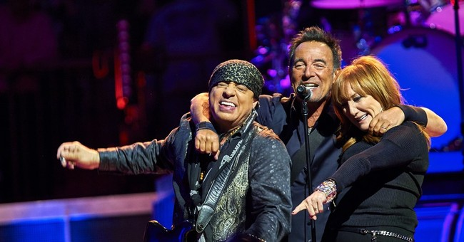 Bruce Springsteen's tour showcases new way of serving fans