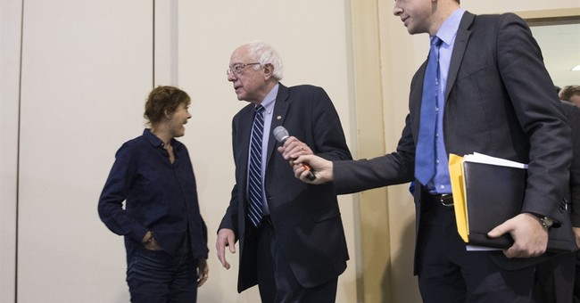 In Iowa push, Sanders expands criticism of Clinton's record