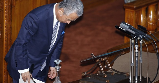 Japan economy minister quits over graft allegations