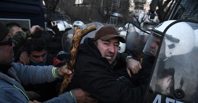 Greek journalists join strikes against pension reforms