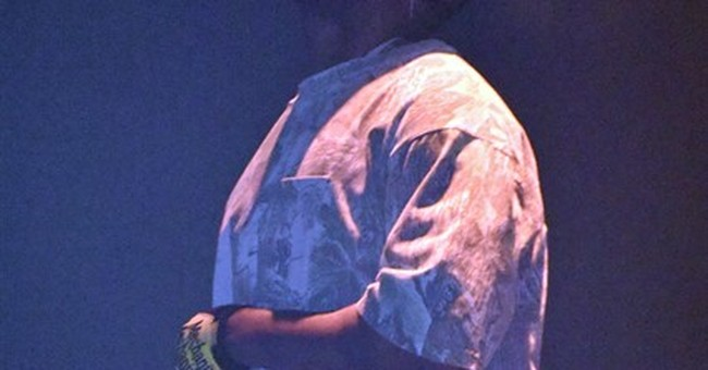 Kanye West resumes touring, appears in Chicago