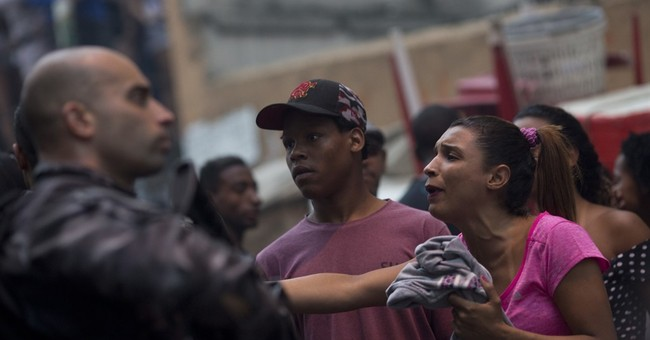 Rio shootout kills 3, closes streets in Copacabana, Ipanema