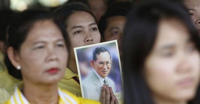 Ailing Thai king undergoes blood purification