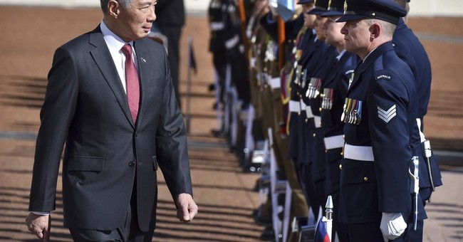 Singapore's leader visits Australia to improve defense ties