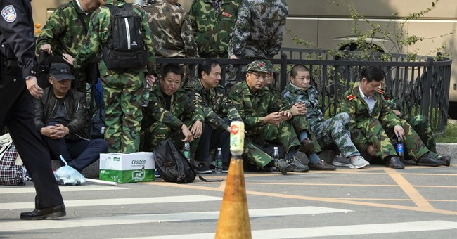 Over 1,000 protesters stand before Chinese defense ministry