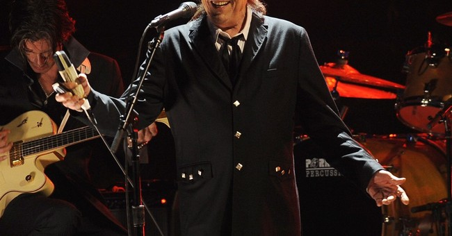 The Latest: Dylan doesn't refer to Nobel win during concert