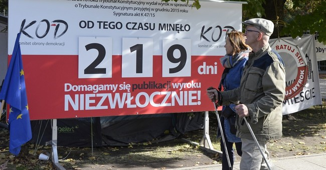 Rights group criticizes Polish law of weakening top court