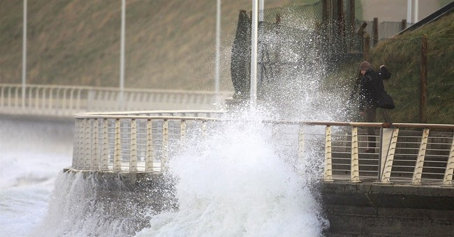 1000s without power as storm Gertrude lashes Britain